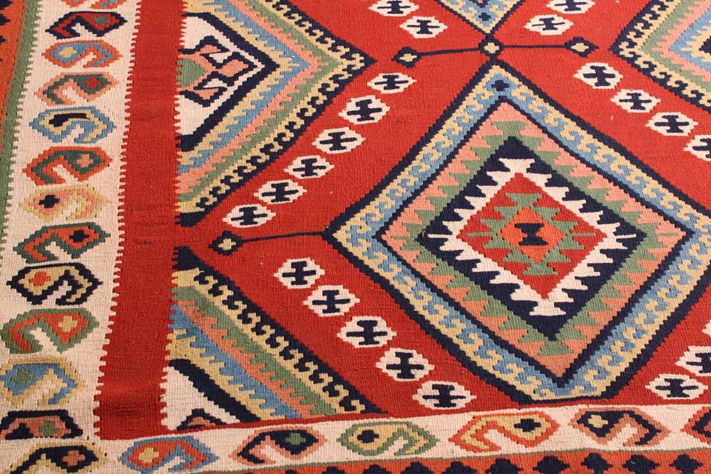 Guardar alfombras en espaciobilbao espaciobilbao for Alfombra kilim precio